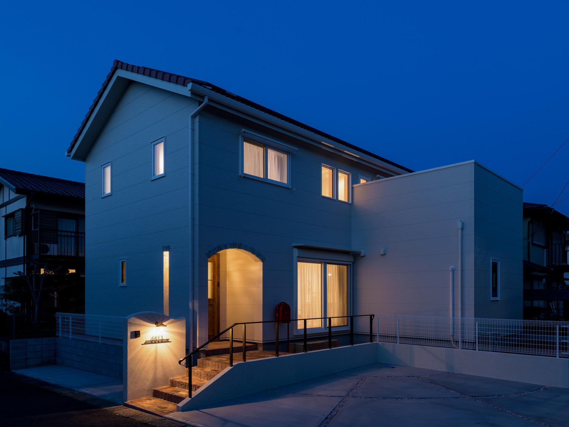 埼玉の注文住宅の夜景外観